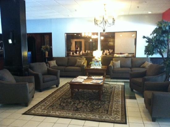 Ramada Plaza by Wyndham Albany: view of the lobby