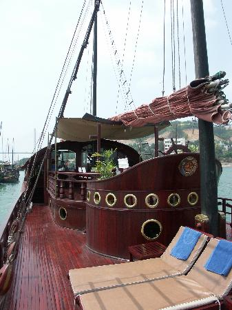 Bai Tu Long Bay: Deck on Red Dragon
