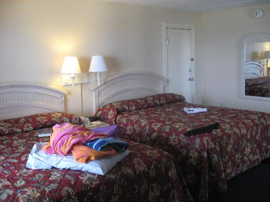Dunes Manor Hotel & Suites: Queen beds