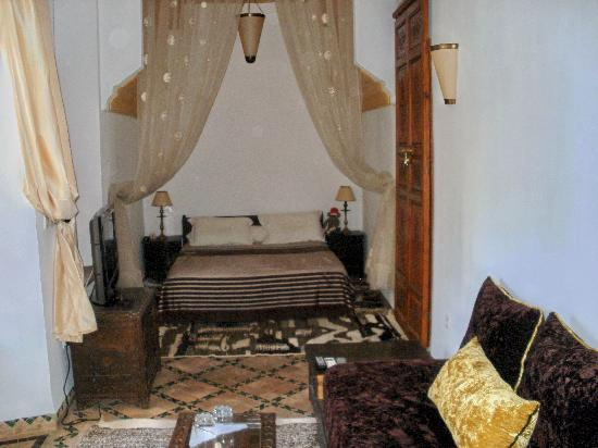 Riad Yasmine: Arabian Nights bed