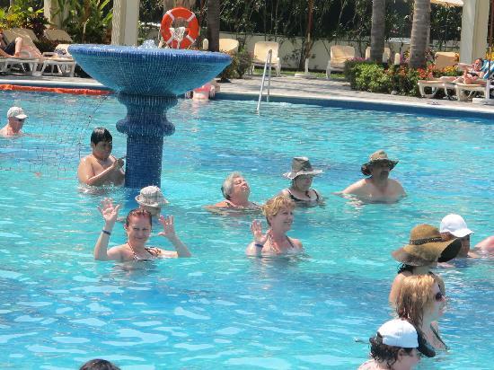 Hotel Riu Vallarta: Aquarobics every day