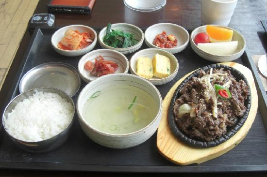 Seoul, Sydkorea: BBQ beef lunch at the Korean Restaurant