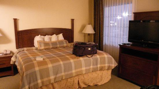 Staybridge Suites Toledo / Maumee: Very comfortable bed!