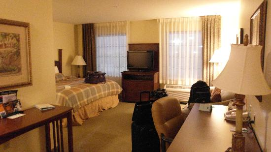 Staybridge Suites Toledo / Maumee: Large room.