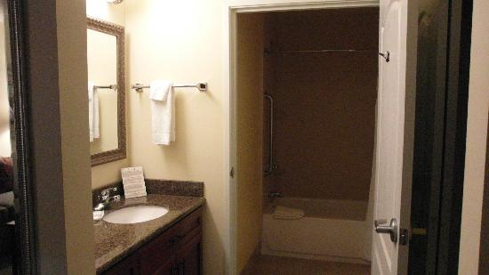 Staybridge Suites Toledo / Maumee: Separate sink was nice.