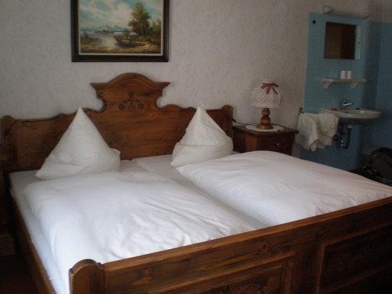 Grafinger Hof: The bed
