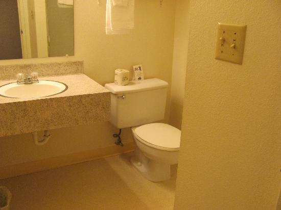 Grants Pass Travelodge: The bathroom