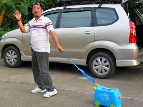 Sansuko Ville Bungalow Resort: Mr Lek (Taxi Driver) going on his holidays....