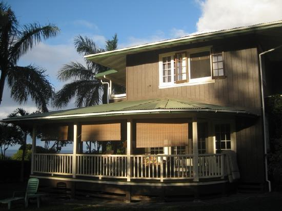 Windward Garden B&B: Beautiful House