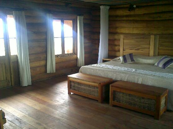 Kibale National Park, ยูกันดา: Theking size bed