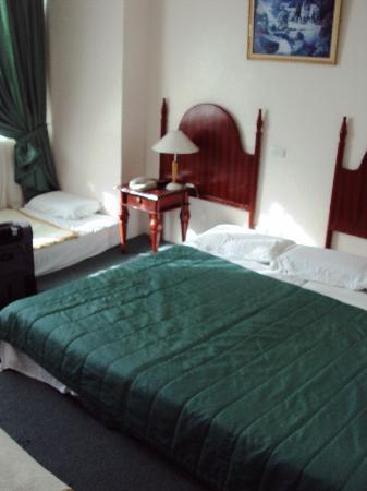 Golden Peak Hotel U0026 Suites Cebu: Bed On The Floor