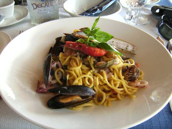 Ic-cima: Seafood pasta.