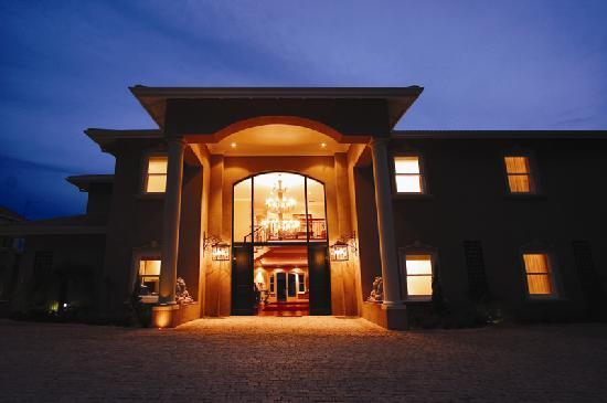 AHA Auberge Hollandaise Guest House: Front Entrance at Night