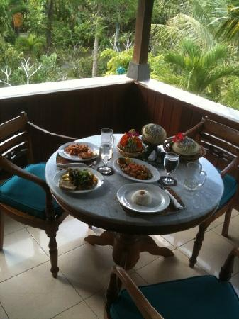 Alam Shanti: Lunch on the balcony overlooking the jungle