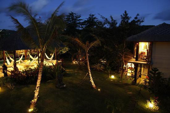 Padang Padang Surf Camp: garden