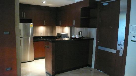 Pietra Bangkok Hotel : pantry with huge fridge