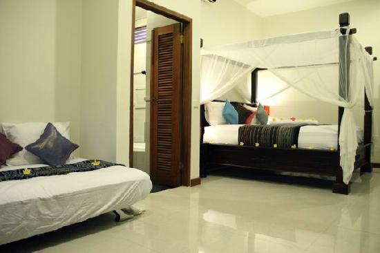Padang Padang Surf Camp: superior bedroom
