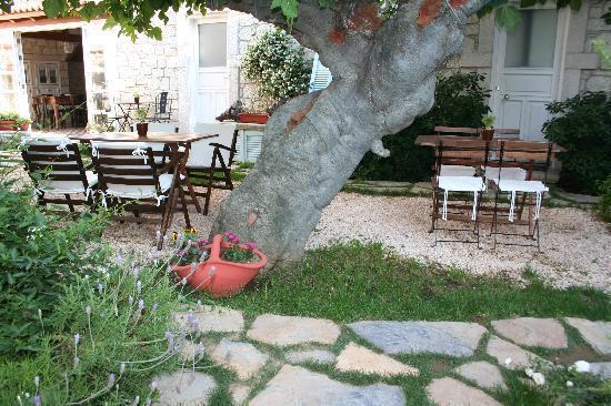 Incirliev Alacati: Courtyard