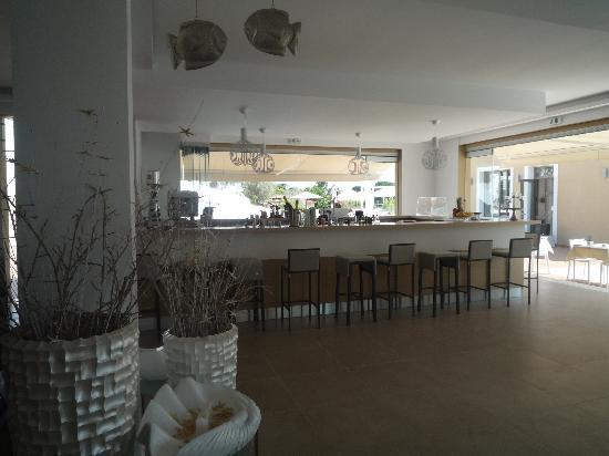 Skiathos Premier Hotel: Poolside Bar and snack area....