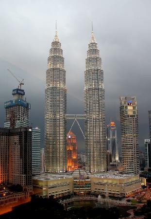 Traders Hotel, Kuala Lumpur: View from our room in the night