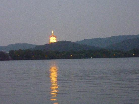 Leifeng Pagoda across the lake