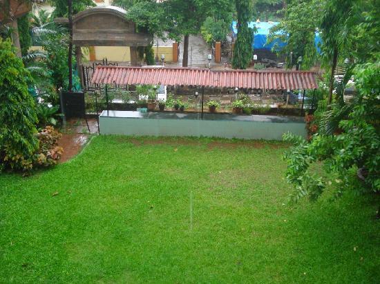 Hotel La Exotica: Small Garden