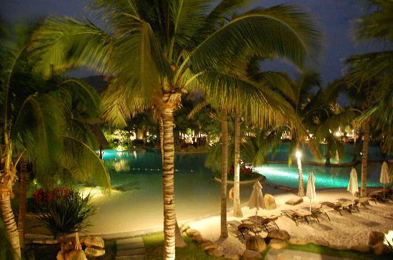 แมนดาริน โอเรียนเต็ล ซานย่า: Gardens at night