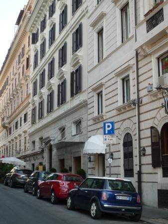 Berg Luxury Hotel: street