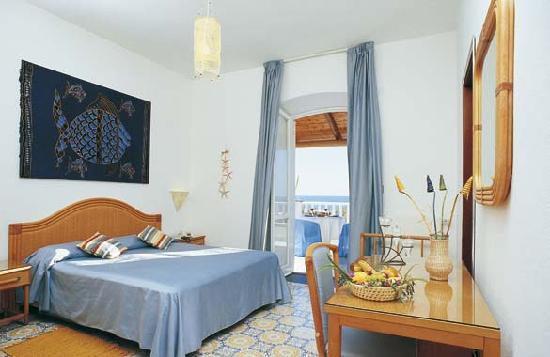 Hotel La Scogliera: camera vista mare