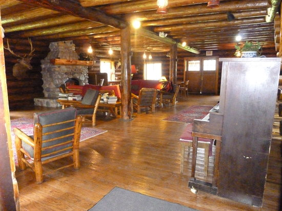Condon, MT: Lodge common area