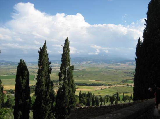 Pienza, Italie : カステッロ通りからの眺め
