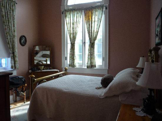 Green Door Bed and Breakfast: Mrs. Brown's Room