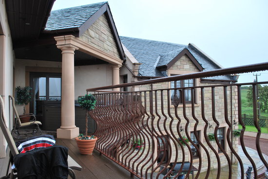 Backbrae House: The Veranda with Hot Tub