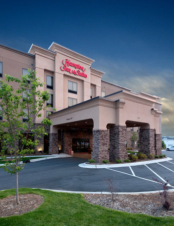 Hampton Inn & Suites Winston-Salem / University Area: Entrance