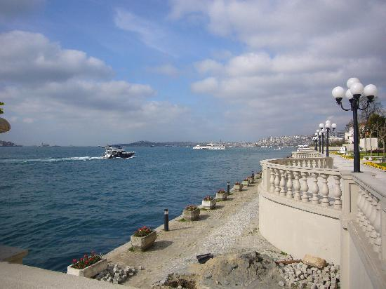 Ciragan Palace Kempinski Istanbul: Ciragan Palace-Bosphorus/Old Town Views