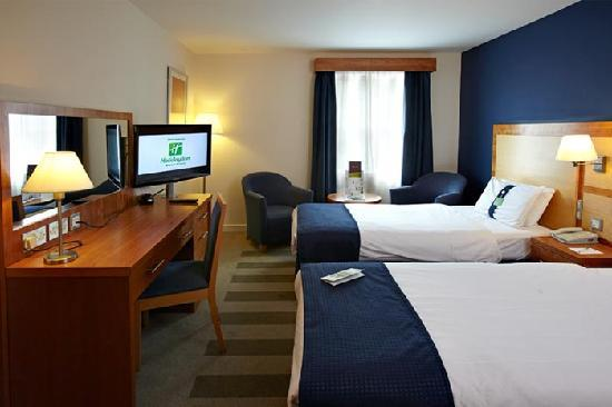 Holiday Inn Bristol Airport : Twin bedroom