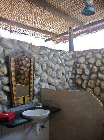 Oman Dive Center Resort: Open-air bathroom