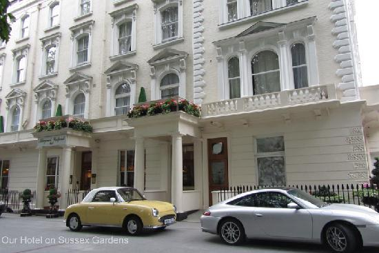 Aspen Suites Hyde Park: Hotel from the outside which is called, strangely, Abbeycourt Westpoint