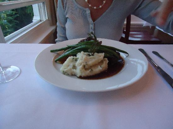 10 Tables: A better view of those yummy mashed potatoes