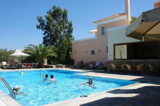 Harmony Hotel Apartments: Fun in the Pool