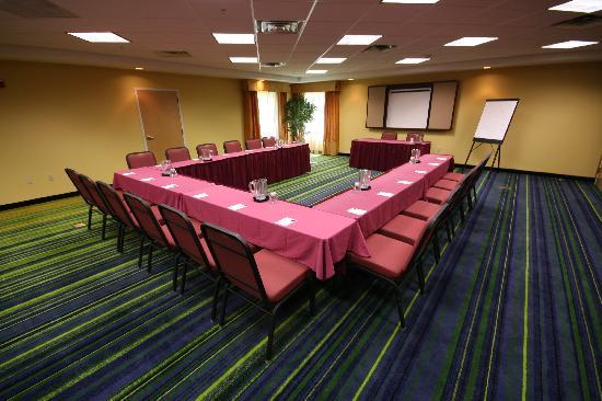 Fairfield Inn & Suites White River Junction: The Vermont Room can accomodate meetings of up to 72 people. Catering is available.