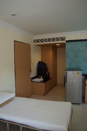 The Lotus Serviced Apartments : closet has laptop safe