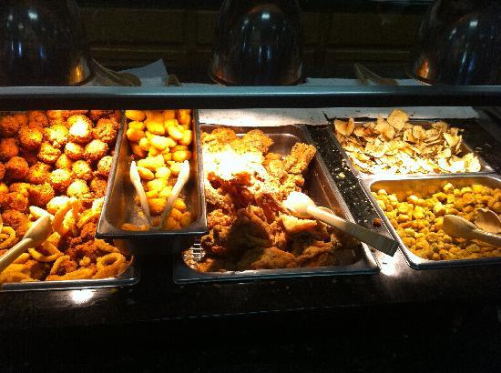 Duke's Barbeque: Fried Food Mountain