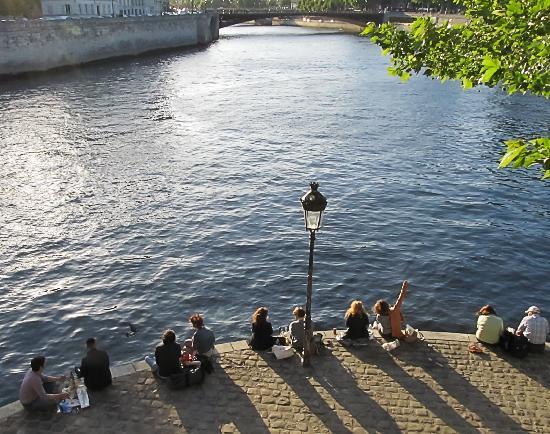 Ile Saint-Louis: sunset on Quai Du Bourbon