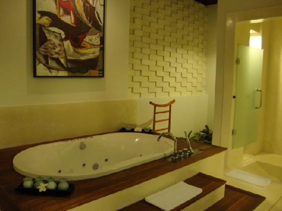 The Samaya Bali Ubud: Beautiful and spacious bathroom