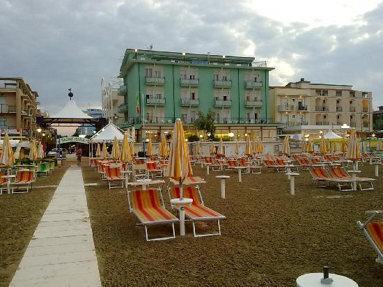Bellaria-Igea Marina, Italien: Hotel dalla spiaggia