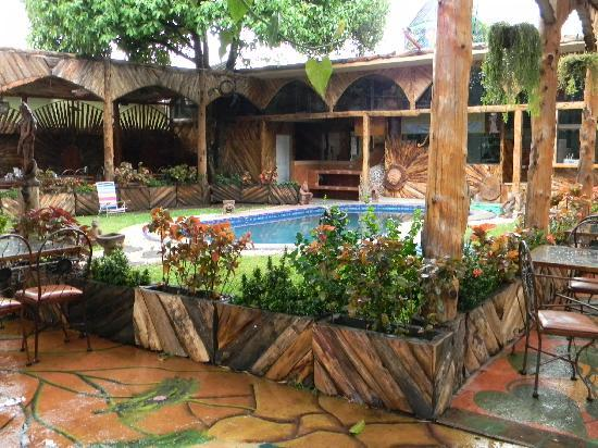 Hotel Casa Antigua: Beautiful property.. lots of native wood