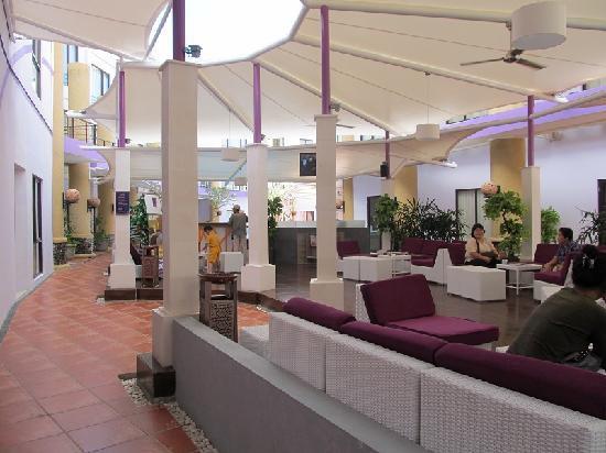 Kuta Central Park Hotel: lounge area