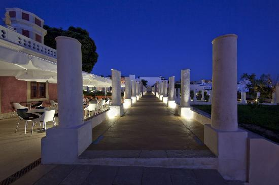 Pousada Palacio Estoi: Estoi gardens @ night