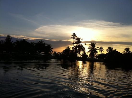 Isla Marisol Resort: Sunset over Isla Marisol